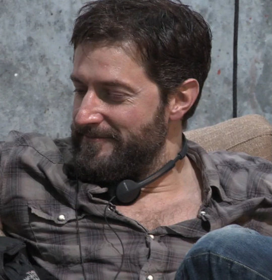 Richard Armitage relaxing behind the seens of one of the Hobbit movies