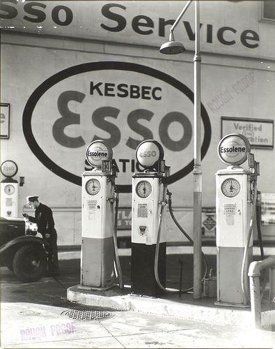 Epingle Sur Station D Essence Gas Stations