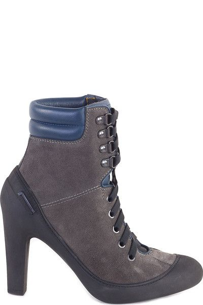 Buy online woman suede leather ankle boots by Pirelli PZero  for € 55,00 on Luxyuu. Available now ankle bootsround toesuede leather upperlace closure rubber sole details rubber fabric stitching, logo heel height: 10.0 cm composition: 100% suede leathercolor: gray http://www.luxyuu.com/pirelli-pzero-suede-leather-ankle-boots-P21251.htm
