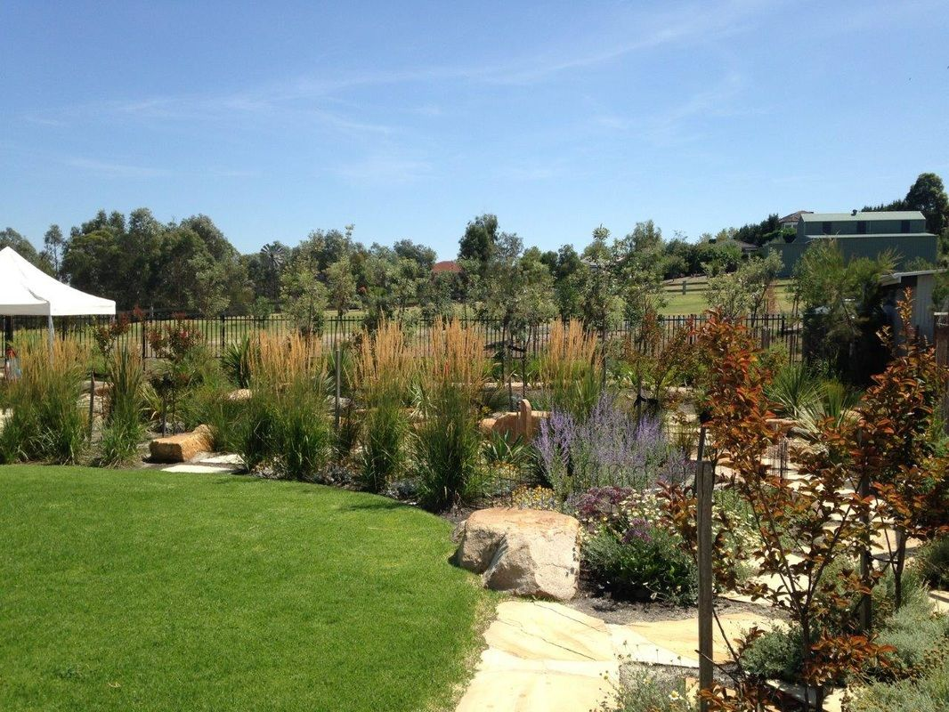 http://www.laidlawlandscape.com/photo-gallery---schools-and-childrens-gardens.html