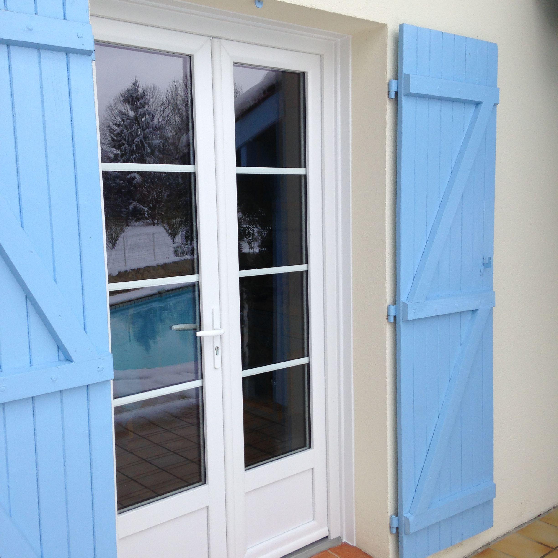 installation par delmas diffusion d 39 une porte fen tre 2 vantaux en pvc blanc petits bois. Black Bedroom Furniture Sets. Home Design Ideas