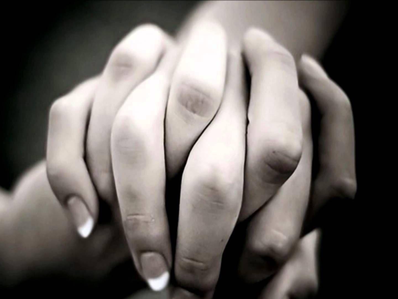 El término Karezza tiene su origen en la palabra italiana carezza, que significa caricia, y refleja muy bien en qué consiste esta experiencia sexual, que se basa en el intercambio de besos, caricias, abrazos, sexo oral, masajes, sonrisas,… Karezza es una técnica que se centra en la estimulación mutua con el fin de prolongar el...Read More »