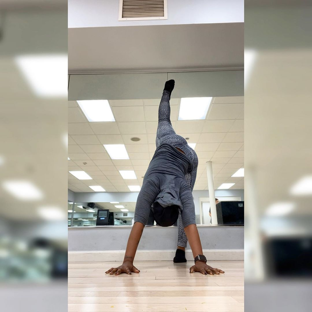 BEST YOGA PANTS FOR WOMEN FOR 2020 Day 13 of #DOYOUGetFestiveFit is #StandingSplit or #UrdhvaPrasari...