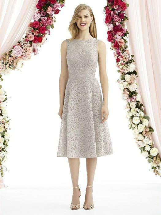 This beautiful lace bridesmaid dress comes in a variety of colors to choose from. Such an elegant choice! #amoredressboutique #bridesmaid #dress