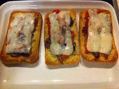 Tostas de pimiento, anchoa y queso manchego