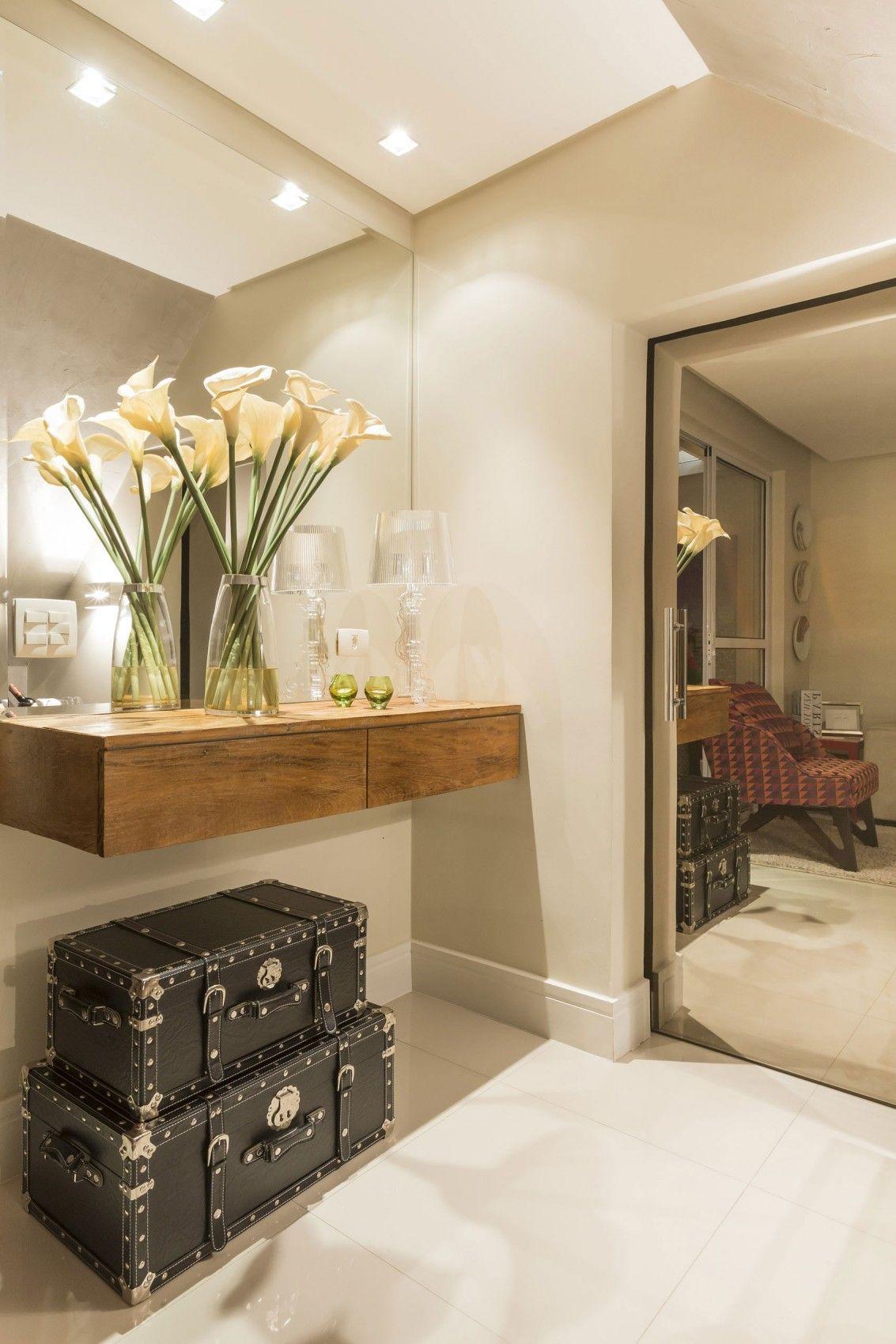 Armario Keter Escobero ~ hall, branco, madeira, porcelanato, espelho, off white Hall de Entrada Pinterest Mariana