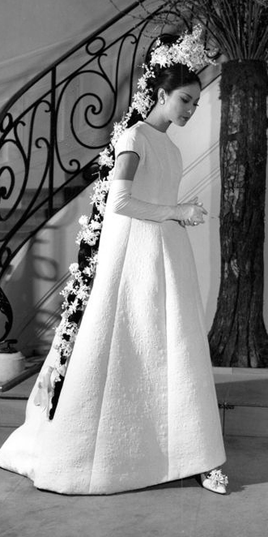 1960s Cream Lace Short Wedding Dress Mad Men Fashion Summer Etsy Short Wedding Dress 1960s Wedding Dresses Wedding Dresses [ 1500 x 824 Pixel ]
