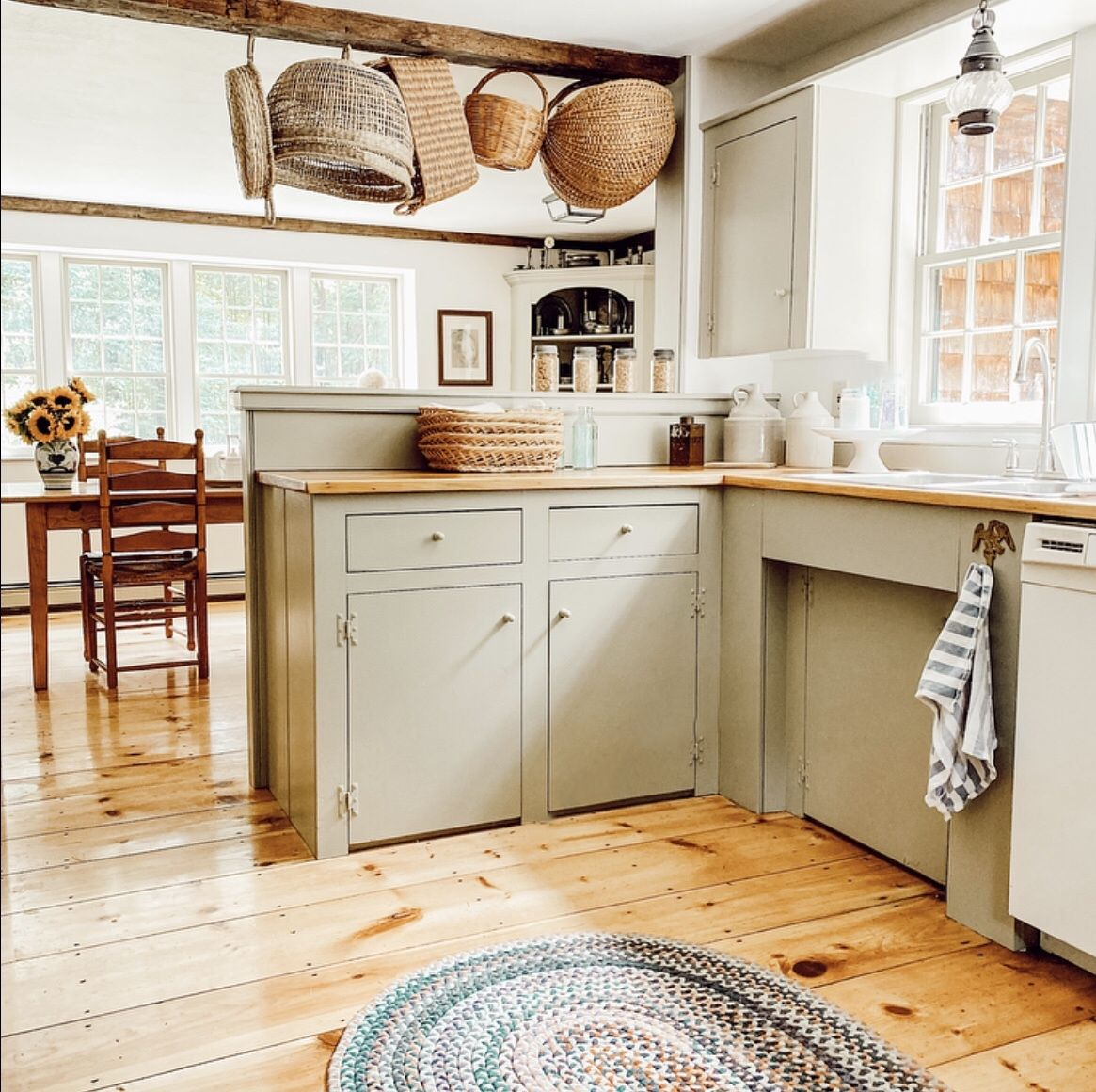 Old Colonial Kitchen In 2020 Colonial Kitchen Kitchen Design Kitchen Remodel