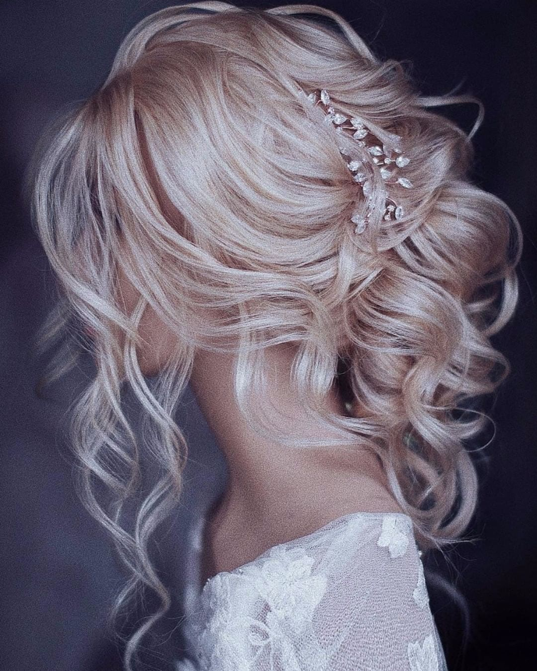 Bridal Subscription Box On Instagram Tag A Bride Who Would Love This Gorgeous Loose Updo Bride Hairstyles Trendy Wedding Hairstyles Wedding Hair Inspiration