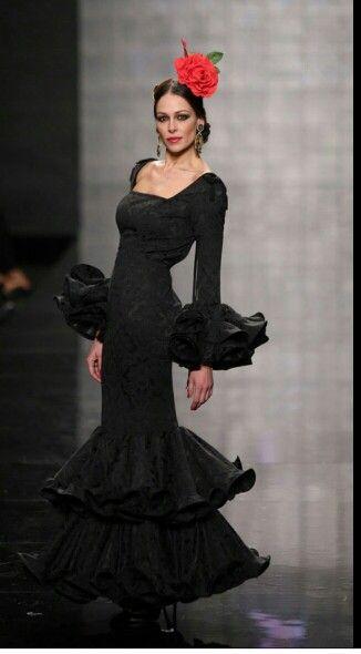 5bc76542cc0a7 Elegante traje de flamenca