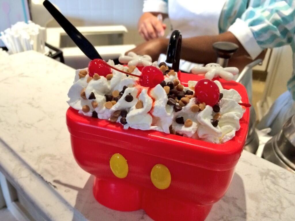 Attractions Magazine On Twitter Disney Desserts Disneyland Food Disney World Food