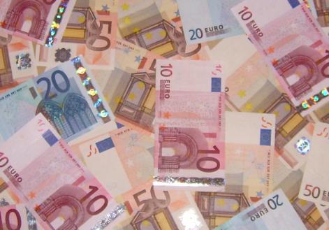 Wie man am besten finanzielle Vorsorge treffen kann, ist unter http://www.solide-geld-anlagen.de/esm.html beschrieben.