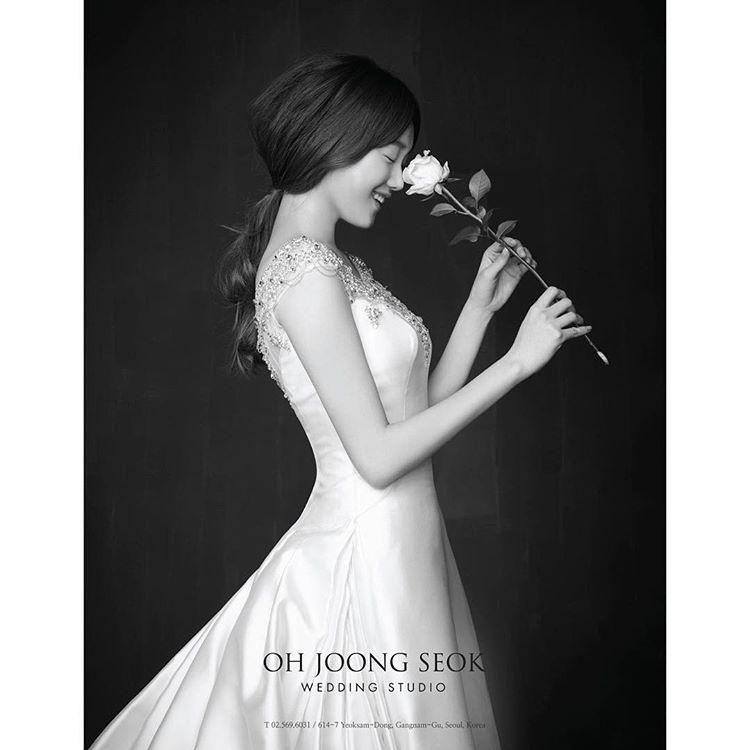 Görüntünün olası içeriği: 1 kişi #bridalphotographyposes