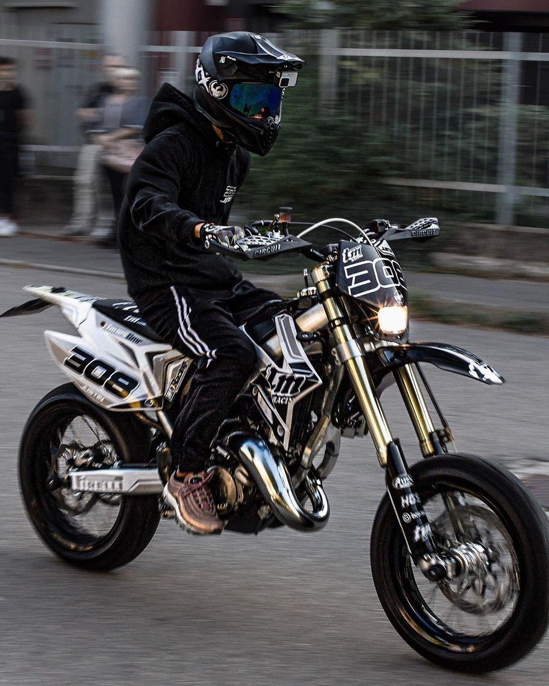 Ciao A Tutti I Tati Ci Vediamo Domenica A Cerro Maggiore Compleanno Del Tato Alessandro Caserio Che Moootore Bike Justintopi9 Edit By