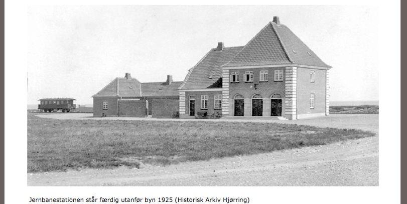 Jernbanestationen står færdig udenfor byen 1925