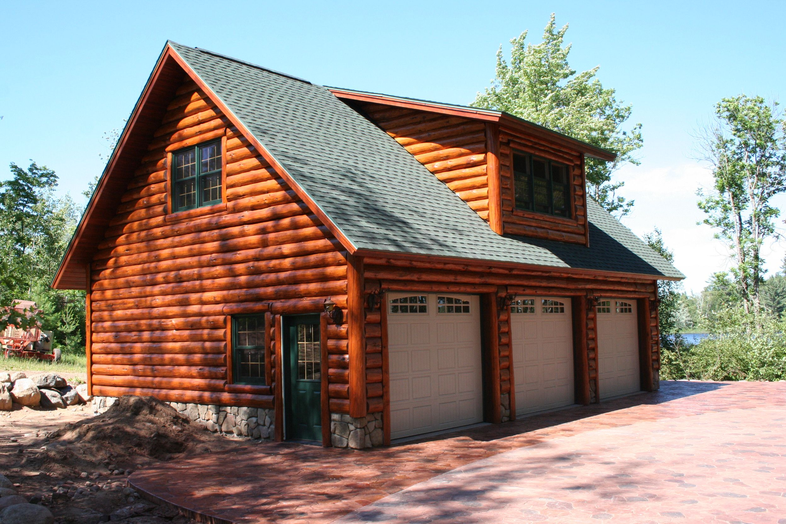 Log cabin garage with lofts garage with hand scribe log for Lofted garage