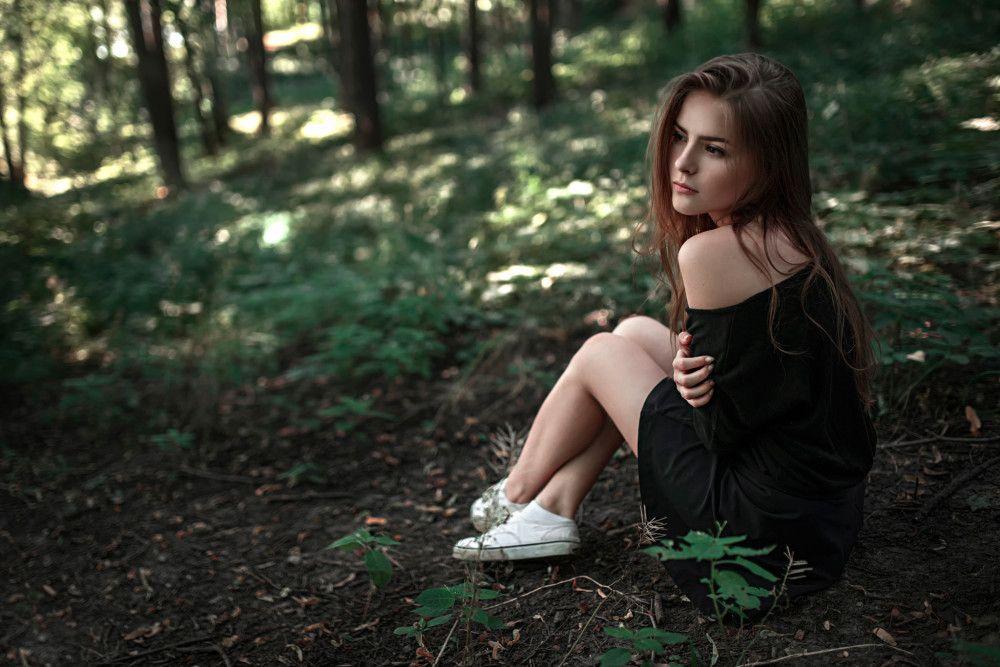 Девушка в лесу фото 458-411