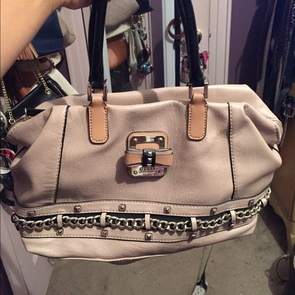 Guess bag Worn twice. Good condition.  Cute for summer and spring Guess Bags