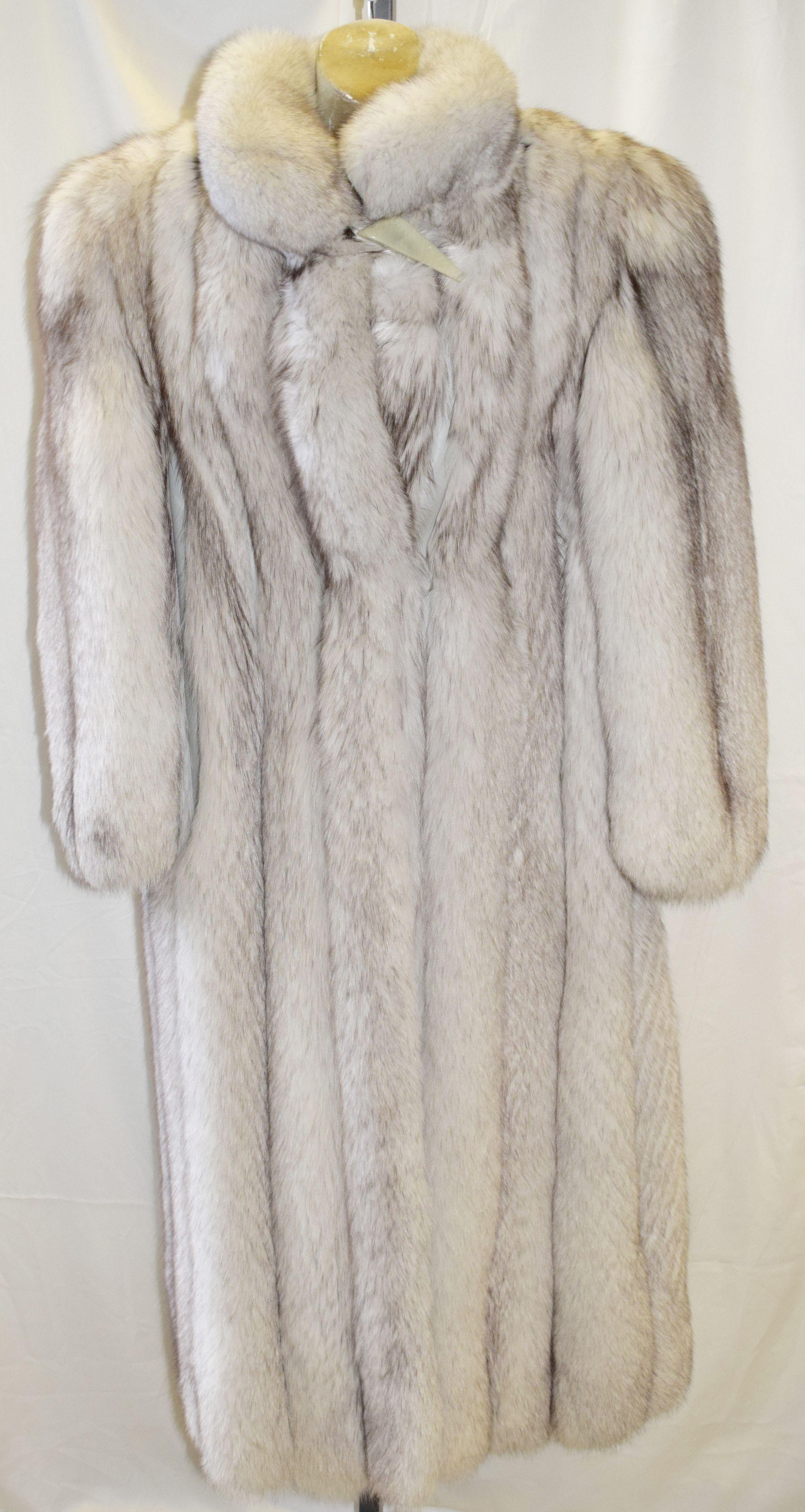 Vintage Saga Fox Silver Fur Coat [ 4751 x 2530 Pixel ]