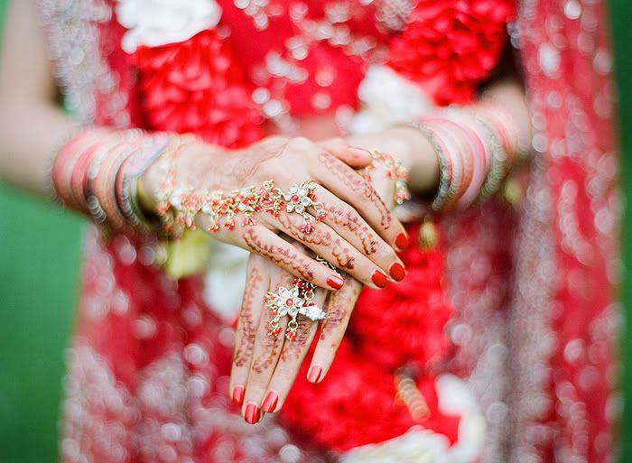 http://www.lauraivanova.com/category/wedding/