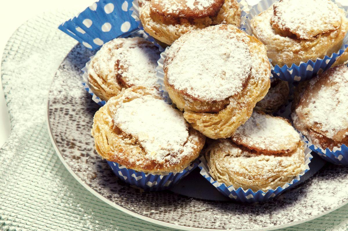 Receita de Mini pastéis de feijão. Descubra como cozinhar Mini pastéis de feijão de maneira prática e deliciosa com a Teleculinaria!