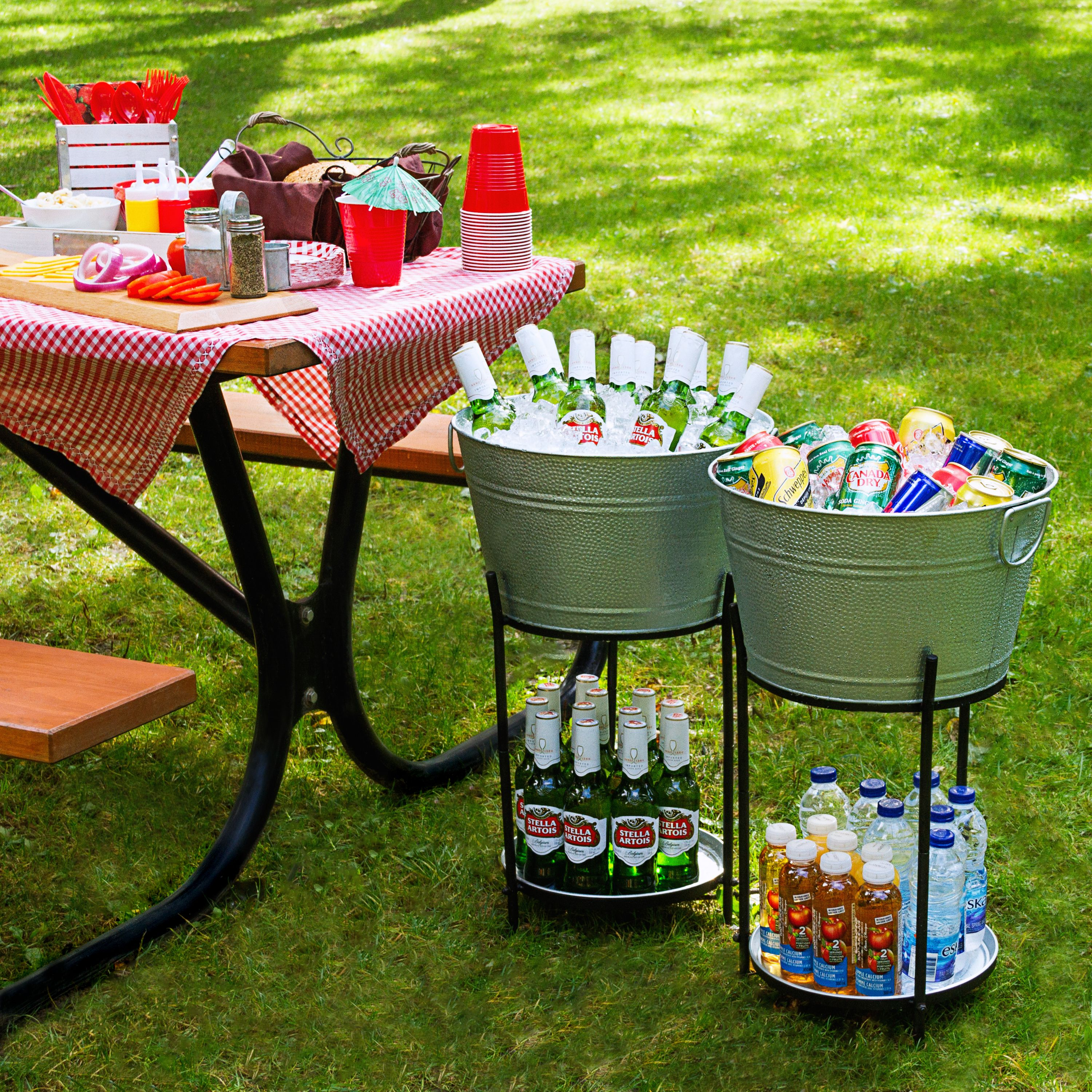 Stylish Practical And Sturdy Ice Bucket Beverage Tub That Does It S Job Keeping Drinks Cold On Ice Close By Drink Stand Beverage Tub Beverage Cooler