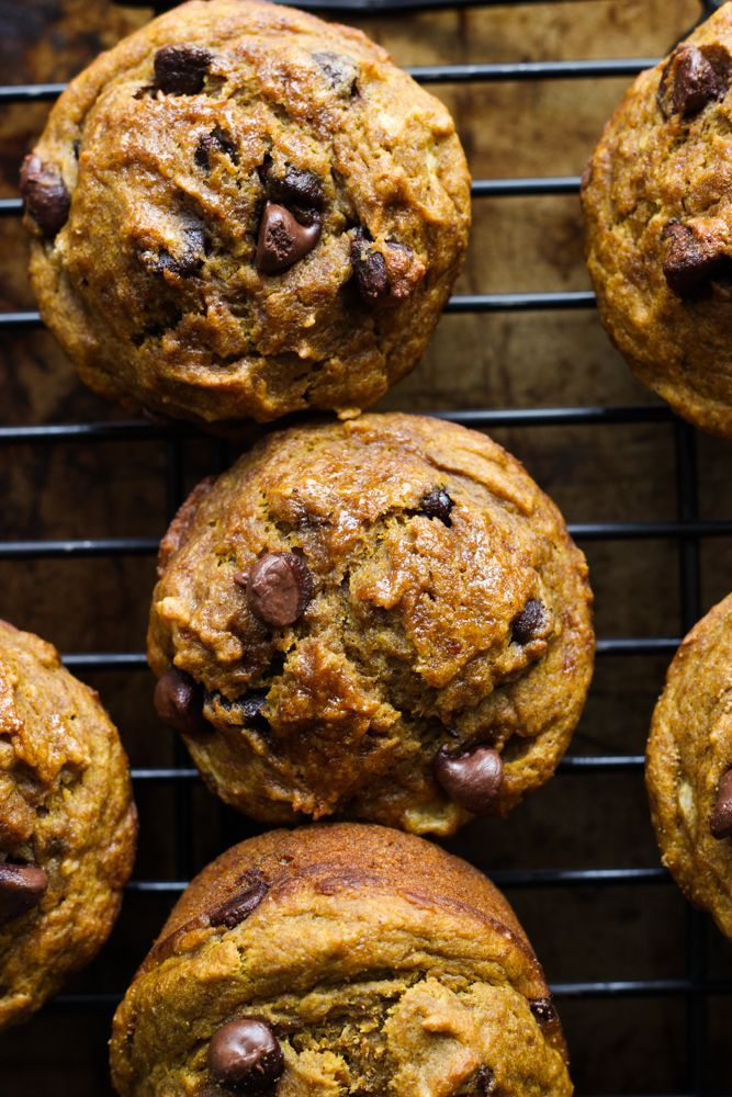 Healthy Chocolate Chip Pumpkin Muffins #pumpkinmuffins