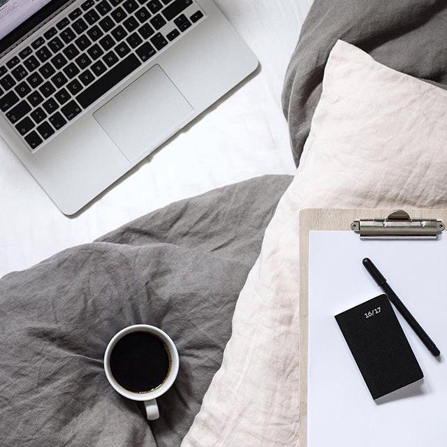 När jag har för mycket tankar och ideér skriver jag ner allt på en to-do list, helst på papper och sedan bockar jag av allteftersom 📝 #ordningochreda