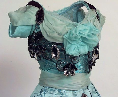 Blue evening dress, 1900-01 - detail - From the Digitalt Museum