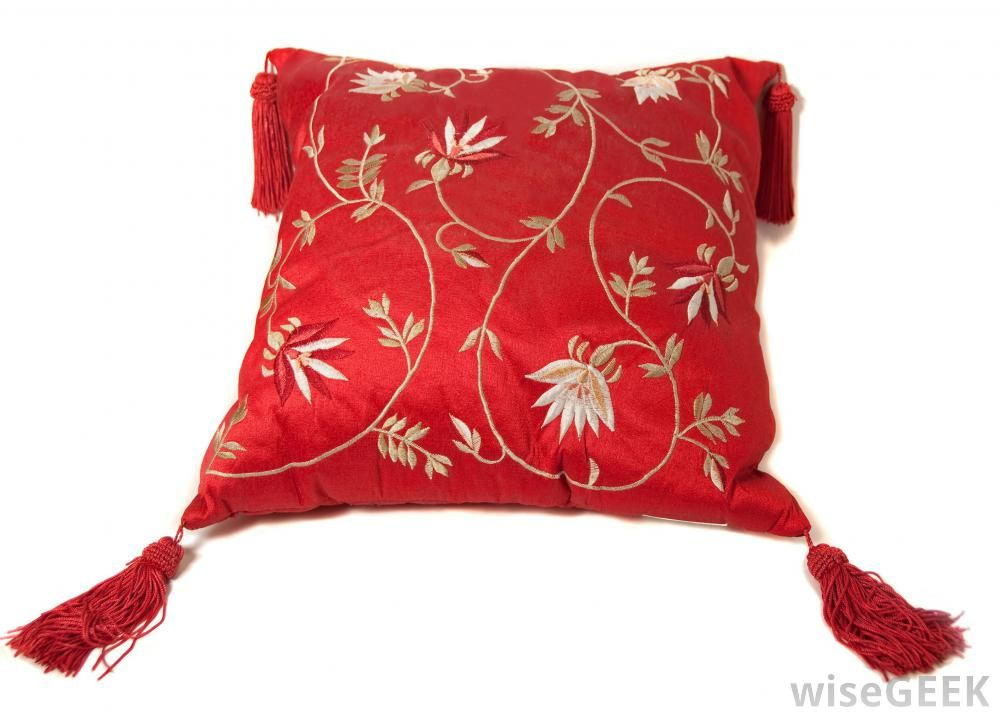 What Is A Throw Pillow With Pictures