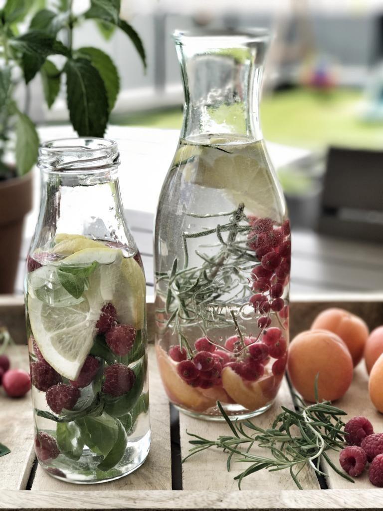 Infused Water - der perfekte Sommerdrink: 5 Rezeptideen für aromatisiertes Vitamin-Wasser.