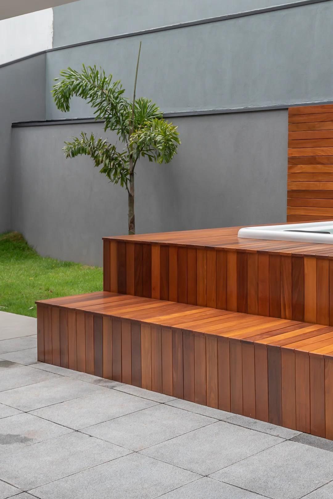 Faça a transição com piso de deck de madeira