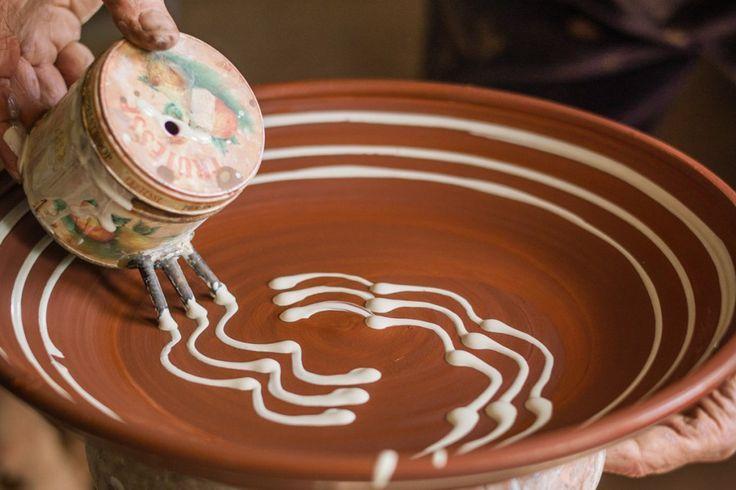 Clive Bowen Slip Trailing Decoration  #pottery #techniques #tutorial #production #process #ceramic #clay #clayart #handmade
