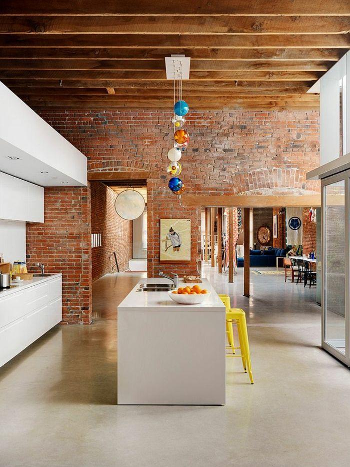kücheneinrichtung ziegelwände coole pendelleuchte industrieller look