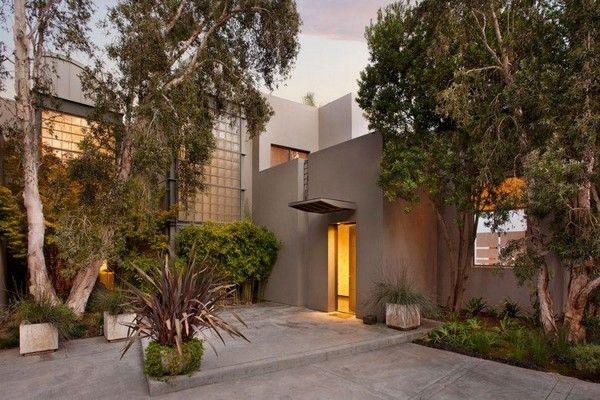 Contemporary Home Overlooking the Ocean in Santa Barbara
