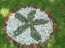resultado de imagen para jardines con piedras y macetas