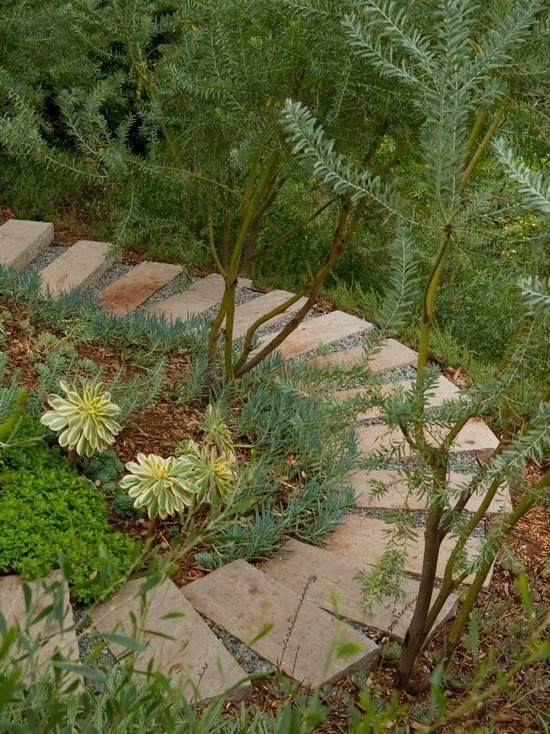 Trittsteine Gartenweg-am Hang-errichten Treppe-Im Garten - gartenwege anlegen kies