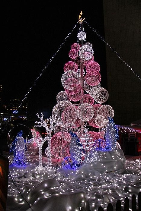 Christmas in Paris ♥ ♥ wwwpaintingyouwithwords Christmas - solar christmas decorations