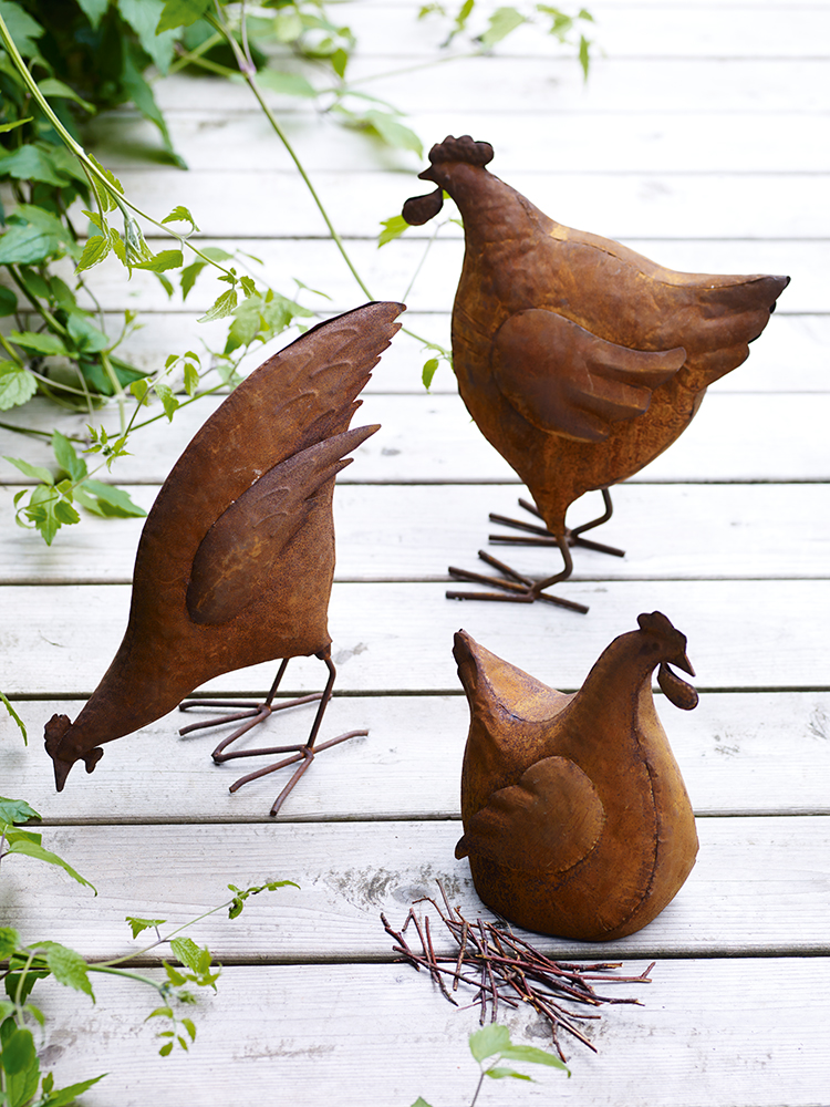 Exceptional Crafted From Rusted Metal, These Three Hens Will Continue To Weather When  Left Outdoors, Enhancing Their Appearance And Adding To Their ...