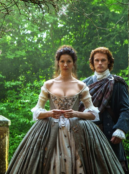 caitriona balfe as claire beauchamp and sam heughan as jamie fraser
