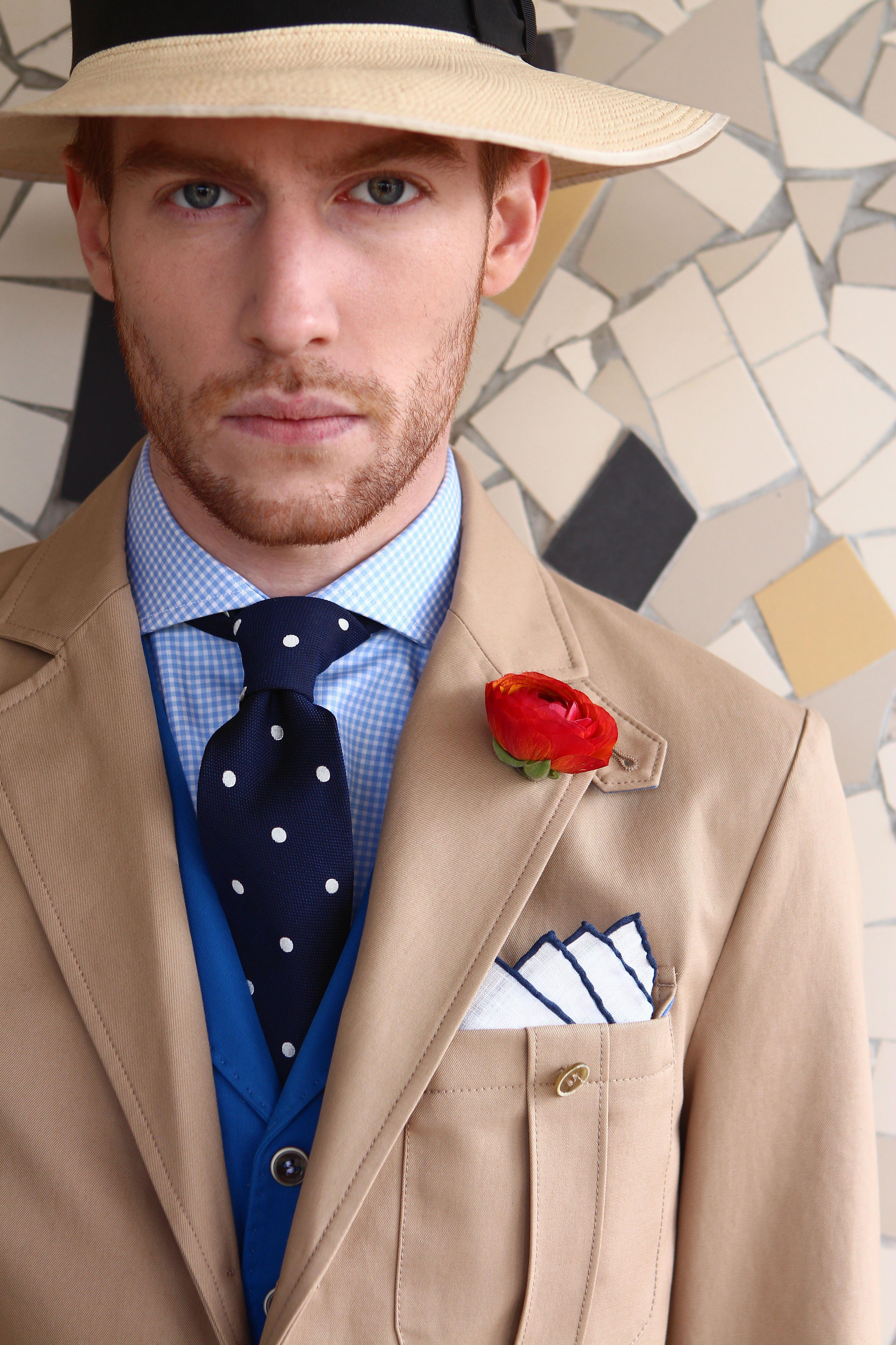 Saharienne en coton beige et gilet anglais à revers en coton bleu! #WicketSoBritish