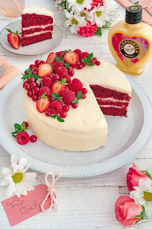 Red Velvet Cake mit Beeren und Schokoladen-Eierlikör-Frosting - Kuchenrezepte mit Eierlikör