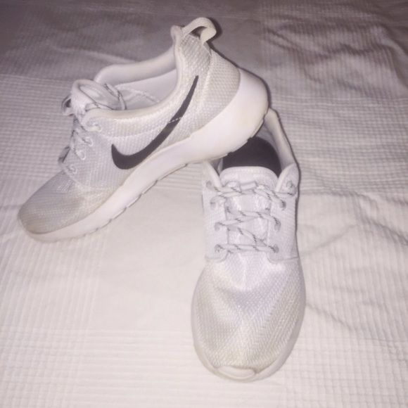 sports shoes e9910 23cec Will wash clean once more before shipping !!!! Super comfy and perfect for  running. Nike Shoes Athletic Shoes. NIKE Roshe Runs ...