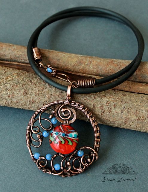 Счастье by Schepotkina, via Flickr - gorgeous setting for the lamp work bead!