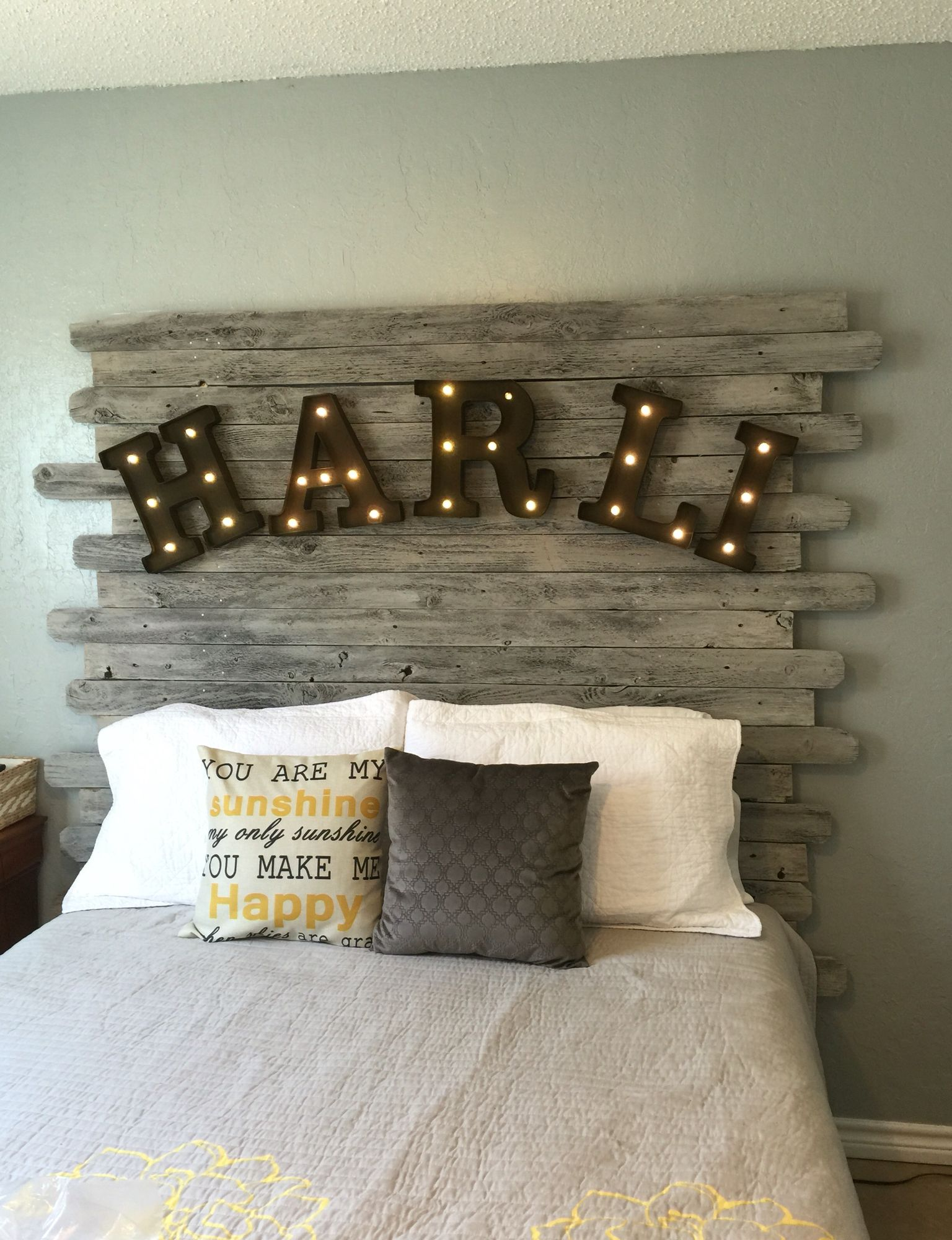diy recycled wood fence panel headboard whitewashed with