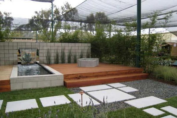 Minimalist modern landscape design with a fishpond for Minimalist landscape design