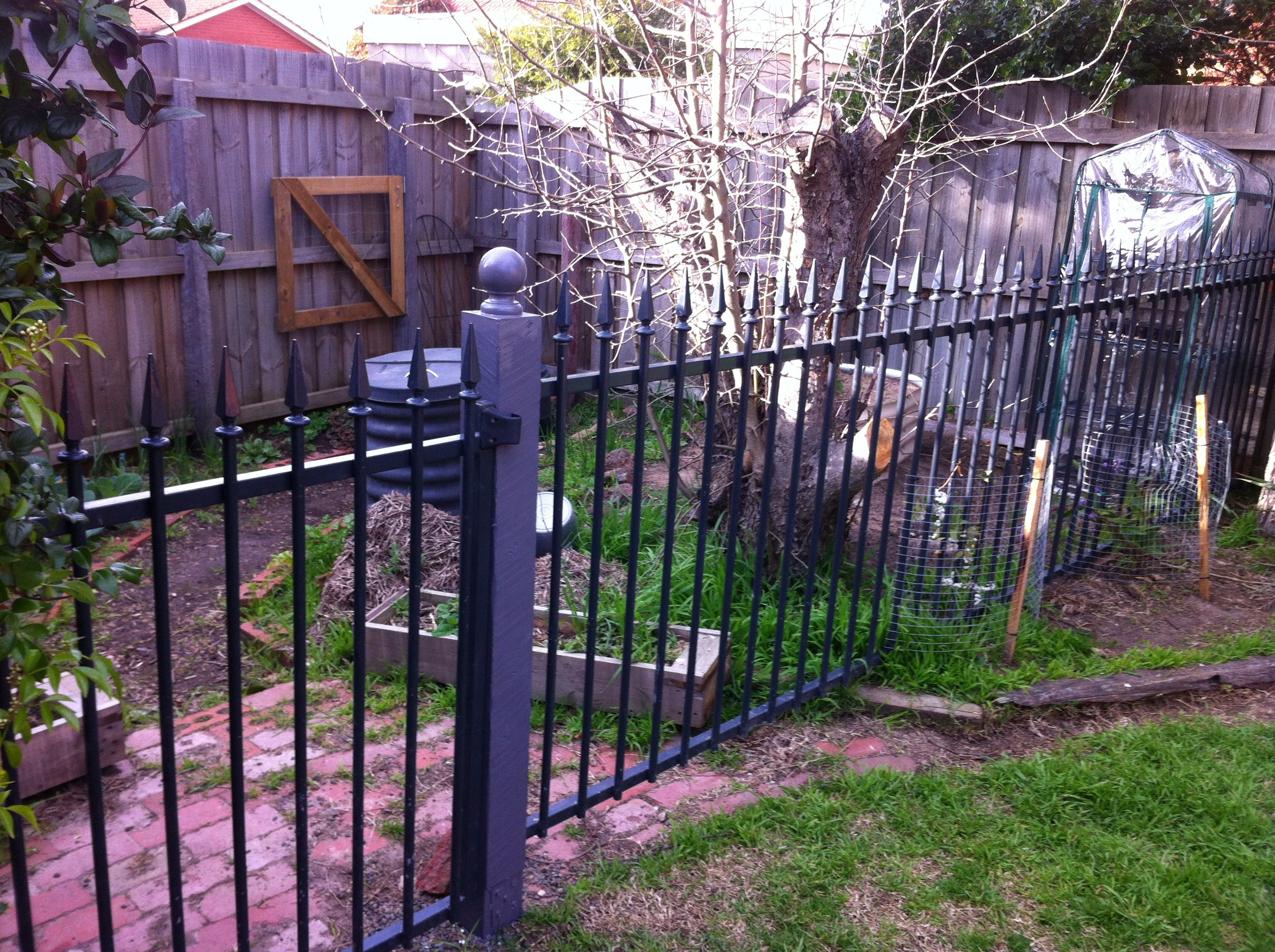 Privacy screen for chain link fence ebay - Old Pool Fence Purchased From Ebay Now Used To Keep The Digging Dog Out Of The