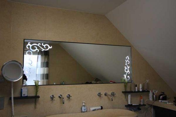 Dieser super schöne Badezimmerspiegel mit gesandstrahlten