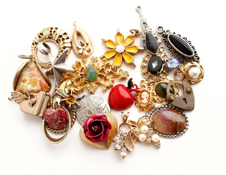 Vintage Pendant Lot - 25 Gold Tone & Silver Costume Jewelry Charms for Necklaces, Bracelets... / Wholesale Destash.