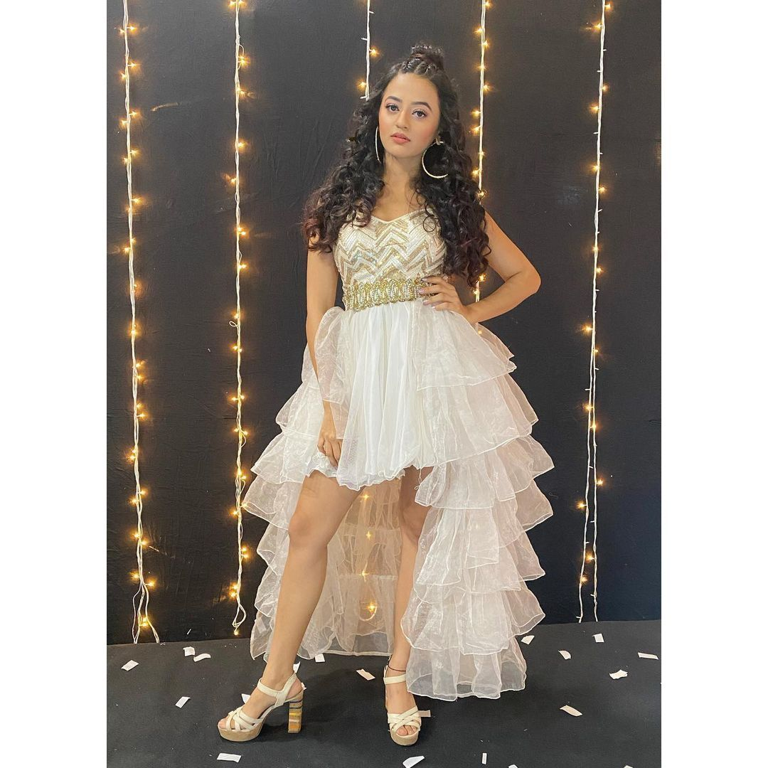 63 9k Likes 865 Comments Helly Shah Hellyshahofficial On Instagram Thank You Anusoru Fashion Dress Party Sleeves Designs For Dresses Pretty Outfits